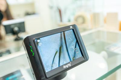 頭皮・毛穴の状態をマイクロコープで画面で確認